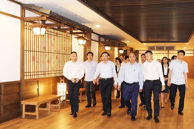Thủ tướng Nguyễn Xuân Phúc cắt băng khánh thành dự án